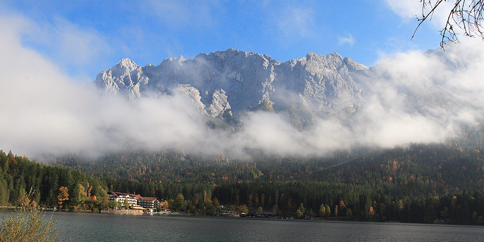 Eibsee-Hotel mit Zugspitze